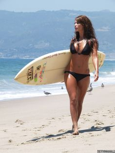 curvy and fit, one day this will be me. but sadly without the surfboard.