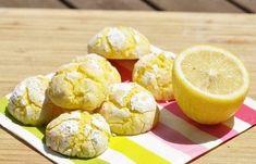 Des biscuits craquelés au citron, ils sont meilleurs le lendemain et se conservent quelques jours dans une boite en fer.