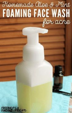 Can you or someone you realize suffer from acne? Prior to you buy those pricey face washes take a new few minutes and mix up this Homemade Aloe Mint Foaming Face Clean for Acne. This all natural homemade face wash regarding acne combines lavender petrol (an effective acne combating ingredient) with a small number of other ingredients that will leave your skin sensation soothed, cleaned and moisturized. #facecreamshomemade #naturalfacecreams #facecreamswithessentialoils… Anti Aging Skin Care, Natural Skin Care, Natural Beauty, Natural Face Wash, Best Face Wash, Acne Face Wash, Facial Wash, Natural Life, Homemade Face Wash