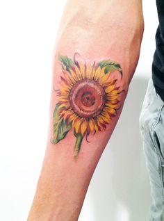 sunflower tattoo by Amanda Wachob -- looks like Van Gogh, exactly what i want.