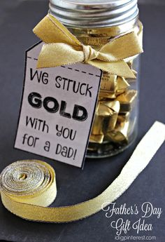 """""""We Struck Gold"""" Father's Day Gift Idea with Free Printable Tags Let Dad or Grandpa know how lucky you are to have him in your life with this gold foil-wrapped chocolates gift! Diy Father's Day Gifts Easy, Great Father's Day Gifts, Father's Day Diy, Gifts For Kids, Fathers Day Presents, Fathers Day Crafts, Happy Fathers Day, Fathers Day Ideas, Diy Father's Day Presents"""