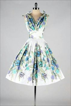 ** blue, green, & purple floral dress vintage elbiseler, elbise m Fashion Moda, 1950s Fashion, Look Fashion, Vintage Fashion, Womens Fashion, Vintage 1950s Dresses, Vestidos Vintage, Vintage Outfits, Vintage Clothing