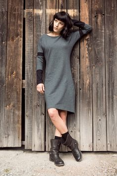 Knit jersey dress; grey&black.