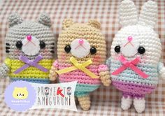 Lovely Friends - Oso, Gato y Conejo Amigurumi Kawaii - Patrón Gratis en Español aquí (3 páginas): http://issuu.com/patriciaalbaramirez/docs/katiaamigurumi  más fotos aquí: http://www.katia.com/blog/es/proyekto-amigurumi-lovely-friends-de-kawaii-cloud/