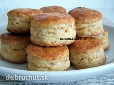 Oškvarkové pagáče Slovak Recipes, Bread And Pastries, Baked Goods, Ham, Food To Make, Biscuits, Muffin, Food And Drink, Appetizers