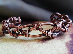 Dickem Kupfer Draht geflochten und mit dünnen Kupferdraht, gebildet in eine starke Manschette Armband für Männer oder Frauen umwickelt.  6 Zoll lange und 1/2 Zoll breit