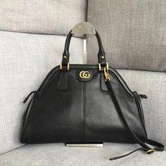 Gucci RE(BELLE) Medium Top Handle Bag 516459 cm-Soft leather-Antique gold-toned hardware-Double G-Metal feline head-Two interior zipper pockets-Double leather handles -Detachable shoulder strap -The hooks have been sp Black Gucci Purse, Gucci Handbags Sale, Gucci 2018, Crossbody Bag, Tote Bag, Bag Sale, Leather Handle, Purse Wallet, Purses And Bags