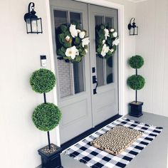 If you are looking for Living Room Decor Ideas, You come to the right place. Below are the Living Room Decor Ideas. This post about Living Room Decor Ideas was p. Front Entrances, Front Door Decor, Front Porch Decorations, Fromt Porch Ideas, Fromt Porch Decor, Front Door Rugs, Front Door Porch, Porch Doors, Front Door Makeover