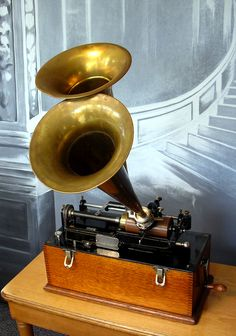 Edison 'Suitcase' Home Phonograph  with duplex reproducer