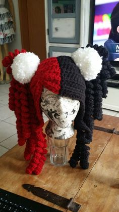 Crochet Harley Quinn hat no freakin pattern.idea photo only Bonnet Crochet, Crochet Beanie, Knitted Hats, Crochet Gifts, Crochet Yarn, Crochet Wig Pattern, Halloween Crochet Patterns, Halloween Crochet Hats, Yarn Wig