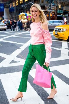 How Women Are Actually Styling Spring's Color Trend These are the coolest spring outfits. See how our amazing Who What Wear readers are trying out the color-blocking trend. Green Outfits For Women, Pink Outfits, Colourful Outfits, Casual Outfits, Fashion Outfits, Womens Fashion, Kids Fashion, Fashion Trends, Color Blocking Outfits