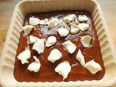 La golosa al mascarpone è una torta davvero squisita, morbidissima, molto umida e arricchita da fiocchi di mascarpone che la rendono irresistibile.