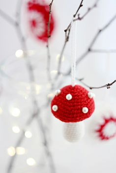 crocheted ornaments by Elena Kovyrzina, via Flickr