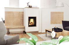 Schön kuschelig! Mit einem modernen Grundofen von SCHMID sind dir keine Grenzen gesetzt hinsichtlich Design und Funktionalität. Mach es Dir gemütlich mit deinem SCHMID Grundofen, kombiniert mit schöner und zeitloser Einrichtung.  Grundofen: Schmid Lina GO 4557 TV  Keramik: Zehendner Keramik  #Grundofen #Kamin #Ofen #ZehendnerKeramik #Kacheln #InteriorDesign #Wohnen #Modern #Einrichtung Modern, Tv, Interiordesign, Home Decor, Interior Design Living Room, Homes, Projects, Fire Places, Trendy Tree