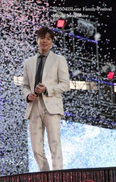 2016 April 15 (Friday)  #ActorLeeMinHo #Korea #Actor #HallyuStar #LeeMinHo #李敏鎬 #LOTTE Family #Festival #KOREA #Seoul  (Photo By: Moonshine & Source: #MINOZ 문샤인❤️ (@titiNmz) | Twitter  [https://twitter.com/titiNmz/status/720952411141963776]  |  15 April 2016 |  THIS Post: 15 April 2016 (Friday)