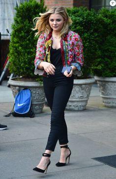 Chloë Grace Moretz à la sortie de l'hôtel The Bowery à New York, le 9 mai 2016