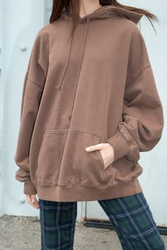and Cozy Oversized Sweater Outfits Part 2 Black Hoodie Outfit, Oversized Hoodie Outfit, Oversized Clothing, Brown Outfit, Sweater Outfits, Sweater Hoodie, Casual Outfits, Cute Outfits, Look Fashion
