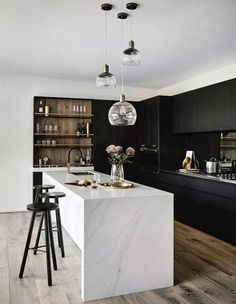 All wood kitchen marble counters 32 Super ideas Modern Farmhouse Kitchens, Black Kitchens, Luxury Kitchens, Kitchen Black, Kitchen Wood, 10x10 Kitchen, Floors Kitchen, Colonial Kitchen, Space Kitchen