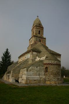 Medieval church century) of Densuş (Demsus, Demsdorf) was built from roman stones of Ulpia Traiana. The oldest orthodox church in Transylvania - Romania. Mosques, Cathedrals, Turism Romania, Transylvania Romania, Place Of Worship, Zou, Plan Your Trip, Temples, Cool Photos