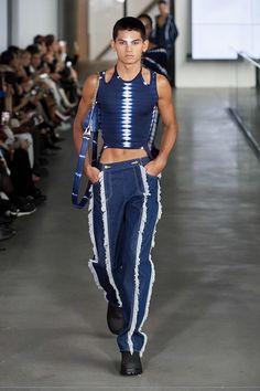 Dion Lee Fall 2020 Ready-to-Wear Fashion Show - Vogue Dion Lee, New York Fashion, Runway Fashion, Fashion Show, Fashion Outfits, Fashion Design, High Fashion Men, Barcelona Fashion, Androgynous Fashion