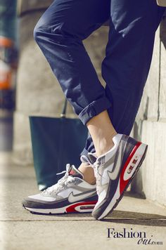 Nike Air Max, Chino pants, Coccinelle Shopper Bag