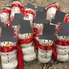 45 easy last minute diy christmas decor ideas 1 Christmas Crafts For Gifts, Homemade Christmas Gifts, Christmas Goodies, Christmas Decorations, Christmas Snacks, School Christmas Party, Family Christmas, Christmas Holidays, Christmas Classroom Treats