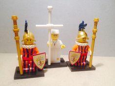 #Minifigures #lego personalizzate guardie svizzere con #papa #minifigurelego