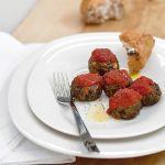 Per un secondo vegetariano gustoso e facile da preparare, che piaccia proprio a tutti prova la ricetta delle polpette di lenticchie e verdura di Sale&Pepe.
