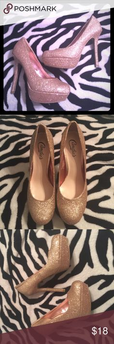 Glitter Gold Heels EUC Gold Glitter Candies Heels. Size 6.5. Candie's Shoes Heels