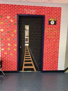 Halloween Classroom Door, Halloween Class Party, Christmas Door Decorating Contest, Christmas Door Decorations, Harry Potter Classroom, Harry Potter Decor, Polar Express Theme, Polar Express Crafts, Christmas Hallway