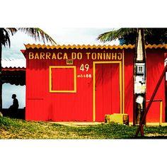 """Na beira da praia... #culturadepraia #beiramar #praia #beach #brasil #verão2015 #summer2015 #arquitetura #culturacaiçara #everydaybrasil #peruíbe #brazil…"""