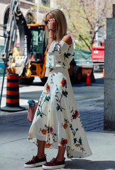 40 Casual Summer Outfit Ideas to Copy Right Now | 2017 | floral maxi dress