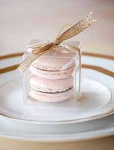 Macaron favor - love this idea for wedding favors. Perfect, Ryan and I loooove French macarons. Macaron Favors, Macaroon Wedding Favors, Edible Wedding Favors, Wedding Gifts For Guests, Blush Pink Weddings, Gold Weddings, Wedding Table, Party Favors, Wedding Inspiration