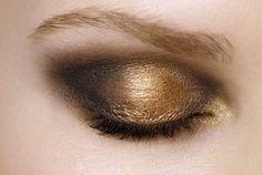 #Gold smokey eye