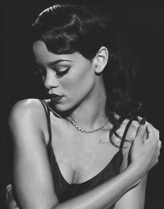 Rihanna #ClassyLook ~ @ShawtyySnappin