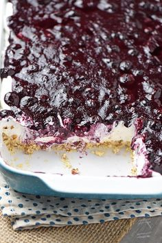 favorite blueberry dessert that's simple and easy to make. No bake recipe!Family favorite blueberry dessert that's simple and easy to make. No bake recipe! Easy Blueberry Desserts, Blueberry Yum Yum, Blueberry Cream Pies, Quick Easy Desserts, Blueberry Recipes, Just Desserts, Delicious Desserts, Blueberry Cheesecake, Blueberry Delight