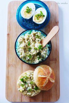 Pasta rybna z jajkiem, ogórkiem kwaszonym i szczypiorkiem http://abcsmaku.blogspot.com/2014/07/pasta-rybna-z-jajkiem-ogorkiem-i.html