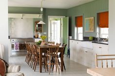 Ben Pentreath kitchen in a new Welsh House Love the colors, textures - detalhe atrás do fogão New Kitchen, Kitchen Dining, Kitchen Ideas, Orange Blinds, Ben Pentreath, Mismatched Chairs, English Country Cottages, Home Board, English House
