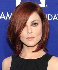 Long Angled Auburn Bob Hair with Side Swept Hair styles Medium Bob Hairstyles, Top Hairstyles, Straight Hairstyles, Casual Hairstyles, Celebrity Hairstyles, Medium Red Hair, Medium Hair Styles, Curly Hair Styles, Medium Auburn Hair