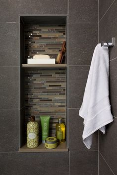 Niche with glass and stone horizontal blends surrounded by large format contemporary full body porcelain tiles
