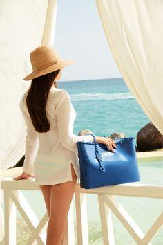 Summer Beach Looks, Summer Handbags, Jelly Shoes, Navy Blue Color, Resort Style, Vacation, Resort Wear, Summer Wear, Beachbody