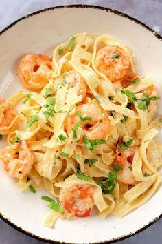 Shrimp Fettuccine Alfredo Yummy Pasta Recipes, Easy Dinner Recipes, Easy Meals, Fish Recipes, Healthy Recipes, Noodle Recipes, Seafood Recipes, Shrimp Fettuccine Alfredo, Shrimp Pasta