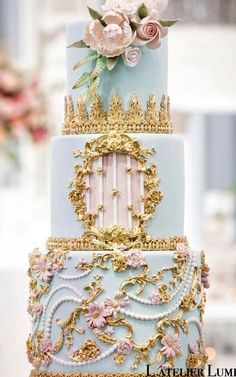 Celebrate your wedding with wedding cake designs that are as unique as your love story. We've curated the prettiest designs you've ever seen in your life, so check them out and tell us which ones you love! Black Wedding Cakes, Beautiful Wedding Cakes, Gorgeous Cakes, Pretty Cakes, Wedding Cake Centerpieces, Fresh Flower Cake, Cake Trends, Cake Tasting, Elegant Cakes