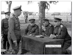 Oficiales soviéticos interrogan a un general alemán
