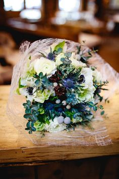 winter wedding bouquet | Image by AIRSNAP
