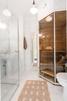 Pieni sauna kylpyhuoneessa Sauna Room, Spa, My House, Toilet, New Homes, Bathtub, Interior, Home Decor, Bathrooms