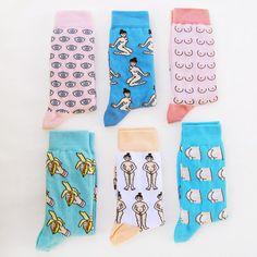Voici les chaussettes à motif seins Coucou Suzette!  Taille Unique (A peu près 36-41) Composition: 72% Coton, 27% Polyamide, 1% Elastane.  Réalisés