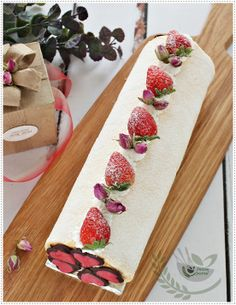Erdbeer-Rolle mit Rose Petal Jam zum Valentinstag