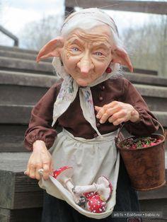 Здравствуйте, дорогие бейбиковцы! Хочу показать вам свою новую работу «Бабу-Ягу». Высота куклы ручной работы (с подставкой) около 33 см. Лепные