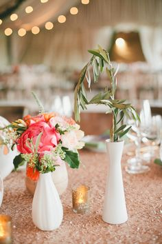 Glamorous Palm Springs Wedding with champagne gold table runner, bright flowers & white vases. #gorg